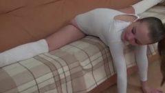 Flexible Barefoot Babe 4 HD